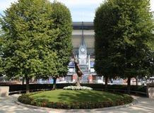 Arthur Ashe statua przed Arthur Ashe stadium przy Billie Cajgowego królewiątka tenisa Krajowym centrum zdjęcie stock