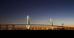 Arthur Ravenel Jr Bridge bij schemering Royalty-vrije Stock Fotografie