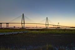 Arthur Ravenel Jr Bridge bij zonsondergang Stock Foto's