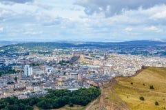 Arthur-` s Seat, Edinburgh, Schottland - die Ansicht des Stadtzentrums und das Edinburgh ziehen sich zurück stockfotografie