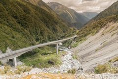 Arthurspas, Otira-de weg van de viaductbrug aan berg, Nieuw Zeeland royalty-vrije stock fotografie