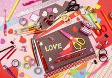 Arti e rifornimenti del mestiere per il biglietto di S. Valentino del san Immagini Stock