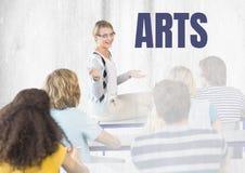 Arti testo ed insegnante con classe Fotografia Stock