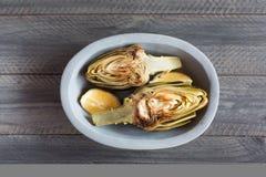Artichauts et citrons du plat Ce produit a une des capacités antioxydantes les plus élevées Photographie stock libre de droits