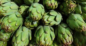 Artichokes on market stall Stock Images