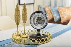 Article décoratif d'horloge décorative de salon petit photographie stock libre de droits