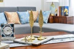Article décoratif de feuille d'or décorative d'horloge de salon petit photographie stock libre de droits