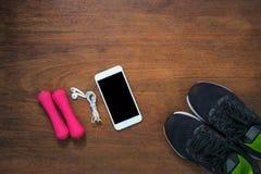 Article de sport sur la table en bois pour des activités de sports , Accessoires de sport Photographie stock libre de droits