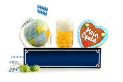 Articles d'Oktoberfest avec le signe vide Photo stock