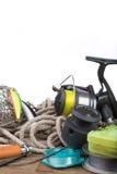Articles de pêche à bord et corde Photographie stock libre de droits