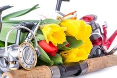 Articles de pêche avec des fleurs de ressort Photographie stock libre de droits
