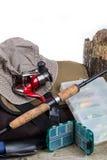 Articles de pêche avec le sac à main et le chapeau Photo stock