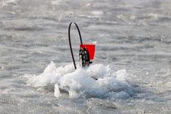 Articles de pêche d'hiver pour la pêche de vivant-amorce sur la glace du lac Image libre de droits