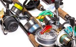 Articles de pêche et amorces avec des tiges et des bobines Photos libres de droits