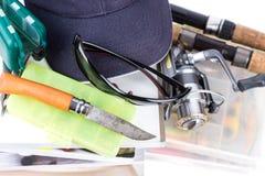Articles de pêche et amorces avec le chat sur des livres Images libres de droits