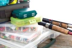 Articles de pêche et amorces dans la boîte Image libre de droits
