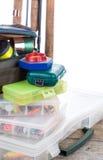 Articles de pêche et amorces dans la boîte et le sac Images stock