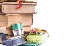 Articles de pêche et amorces extérieurs avec des livres Photo libre de droits