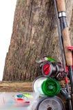 Articles de pêche et appâts sur en bois Photographie stock libre de droits