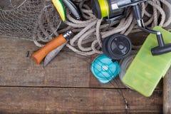 Articles de pêche supérieurs à bord avec la corde, corf Image libre de droits