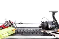 Articles de pêche sur le clavier d'ordinateur Photos stock