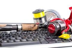 Articles de pêche sur le clavier d'ordinateur Photo stock