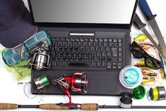Articles de pêche sur le clavier un carnet noir Images libres de droits