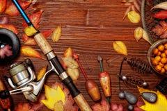 Articles de pêche sur le fond en bois Photos libres de droits