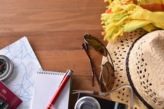 Articles et tourisme de plage de vacances de planification Image stock