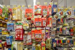 Articles stationnaires dans le supermarché de Hyperstar Photographie stock libre de droits