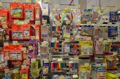 Articles stationnaires dans le supermarché de Hyperstar Photo stock