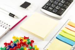 Articoli per ufficio di affari su fondo bianco Fotografia Stock