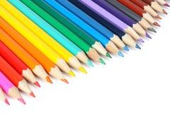Articoli per ufficio e del banco Fondo della scuola Matite colorate su bianco Fotografia Stock Libera da Diritti