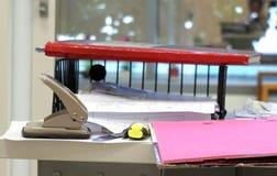 Articoli per ufficio sulla tavola Fotografie Stock Libere da Diritti
