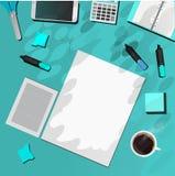 Articoli per ufficio sulla tavola blu illustrazione di stock