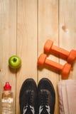 Articolo sportivo sul pavimento di legno Fotografie Stock Libere da Diritti