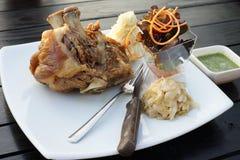 Articulation cuite à la friteuse de porc pour le dîner Photo stock