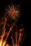 Artificiales de los fuegos artificiales-Fuegos Foto de archivo