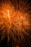 Artificiales de los fuegos artificiales-Fuegos Fotos de archivo libres de regalías