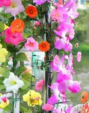 Artificient florece la decoración en el partido Foto de archivo libre de regalías