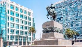 Artigas将军雕象在广场Independencia,蒙得维的亚, Ur 库存图片