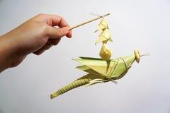 Artigianato mobile della cavalletta di foglia di palma tailandese di stile fotografia stock libera da diritti
