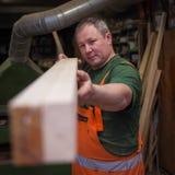 Artigiani in piatto di prova della lavorazione del legno fotografie stock libere da diritti