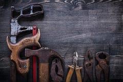 Artiglio d'acciaio della taglierina del seghetto a mano per metalli delle pinze antichissime delle pinze Fotografia Stock Libera da Diritti