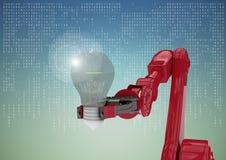 Artiglio rosso del robot con la lampadina e chiarore contro l'interfaccia bianca contro il fondo di verde blu Immagini Stock Libere da Diritti