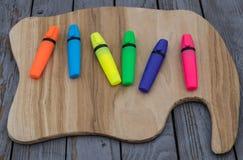 Artigos coloridos em um fundo de pedra imagem de stock