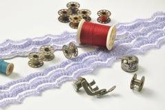 Artigos da máquina de costura com linha da falta Imagem de Stock Royalty Free