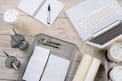 Artigos da mesa de escritório domiciliário Imagens de Stock