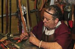 Artigos de couro Sewing do artesão imagens de stock royalty free