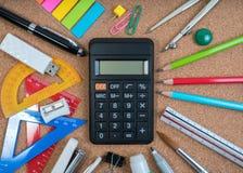 Artigos de papelaria da educação para a classe da matemática na escola imagens de stock royalty free